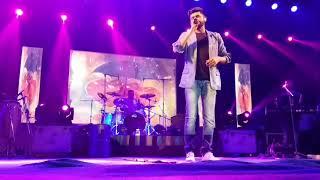 Arijit, kk, atif aslam, sonu nigam, mika sing,arman mallik concert....crowd singing with them...