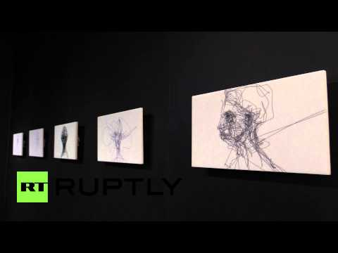 UK: Forget brushes, this artist paints with his EYE