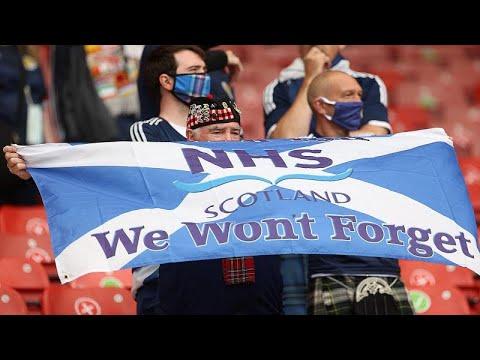 شاهد: مشجعو اسكتلندا مُبتهجون رغم  الخسارة أمام جمهورية التشيك ويتطلعون إلى مواجهة إنجلترا…  - نشر قبل 3 ساعة