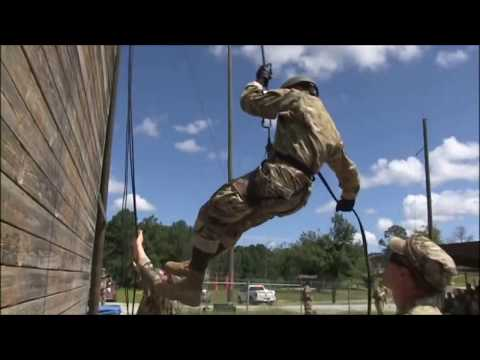 US Army Rappelling