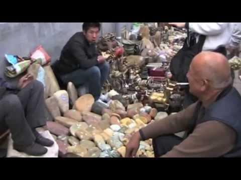 The Always Fascinating Panjiayuan Flea Dirt Market in Beijing