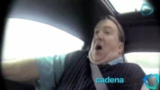 Jeff Gordon, piloto de Nascar, le juega una broma a un vendedor de autos. TREMENDO SUSTO