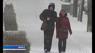 Настоящая зимняя погода пришла в Беларусь: какие последствия оставил снегопад в регионах страны?