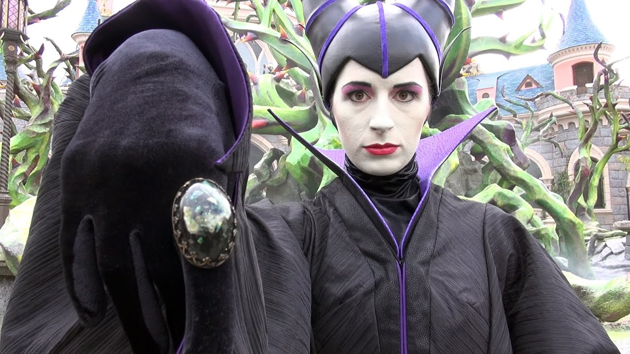 Maleficents court meet and greet at disneyland paris halloween la maleficents court meet and greet at disneyland paris halloween la cour de malefique m4hsunfo