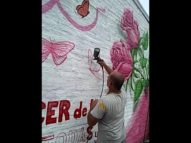 Realización de mural de concientización sobre el cáncer de mama