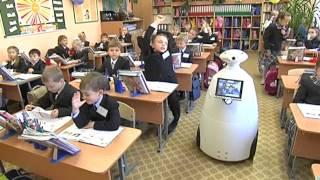 За школьные парты сели роботы