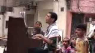 ميركل ترغب بحضور إحدى حفلاته.. شاهد لاجئ فلسطيني من عازف بالمخيم إلى مسارح ألمانيا