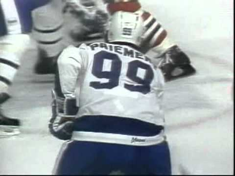 Terry Ruskowski and Grant Mulvey - hilarious Blackhawks goal celebration 1981