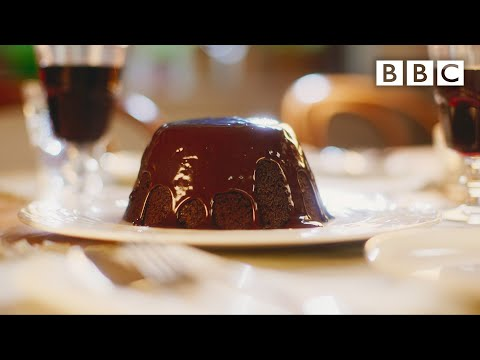 Mary Berry's indulgent chocolate steamed pudding - BBC