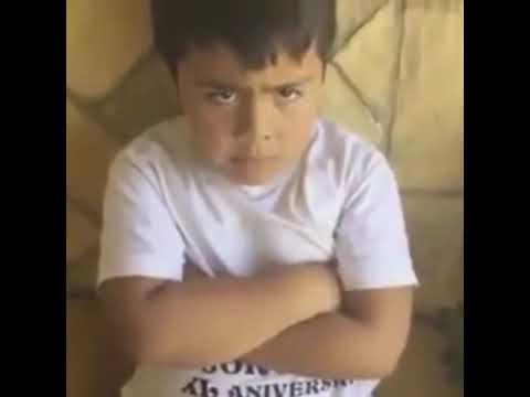 Niño llora por qué no lo dejan comer hamburguesas / Chistes Venezuela