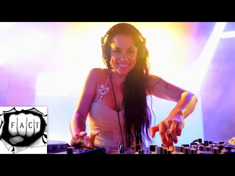 Top 10 Hottest Female DJs of 2014