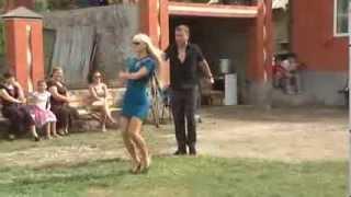Русская девушка танцует в Чечне   музыкальный клип