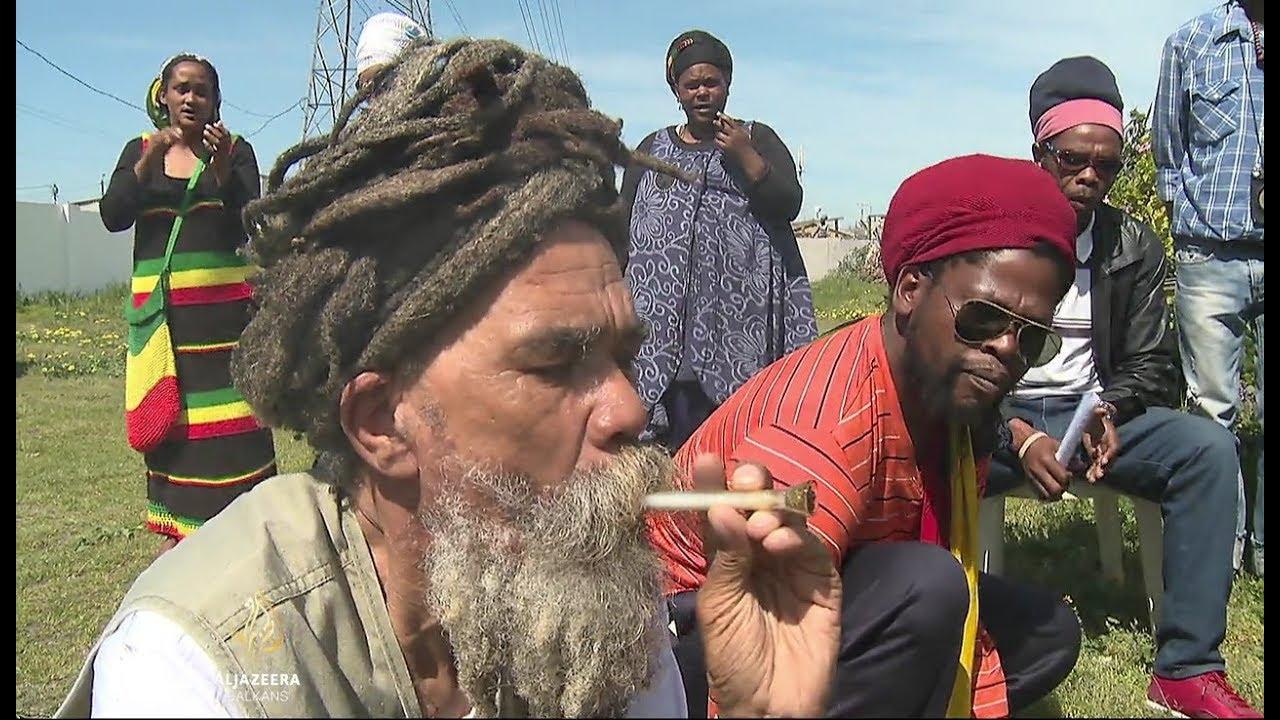 Izlazi crni južnoafrički čovjek