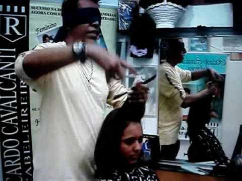 Durante o cabelo lavável fortemente retiram-se