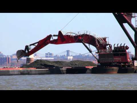 Liebherr P996 loading dredged material