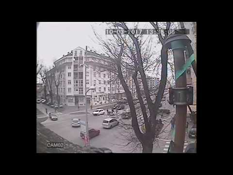 Udes na pesackom. Oboreno dvoje dece-Novi Sad