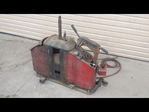 Coats 10-10 Tire Machine - Removing Tire - YouTube
