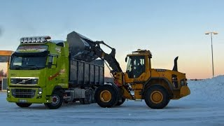 Volvo L70G Loading snow on Volvo FH,FH16-750