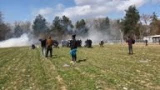 Teargas as defiant migrants try to reach Greece
