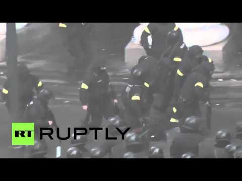 Ukraine: Police firing live ammo in Kiev clashes
