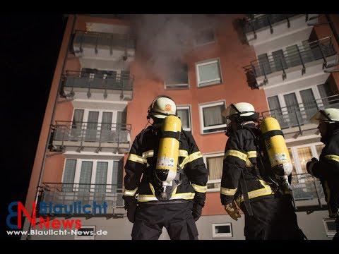 Küchenbrand in HH Eidelstedt   Feuerwehr löst 2 Alarm aus