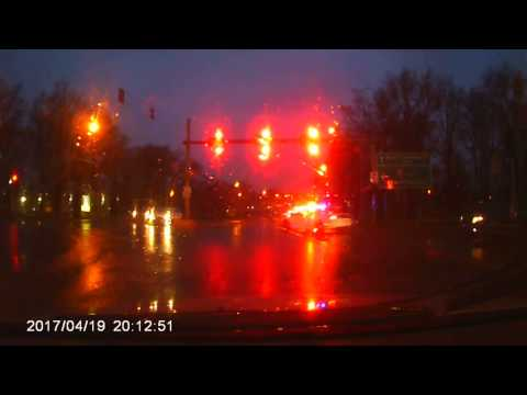 Police caught an SUV passing on red light in Lacordaire/Metropolitain Montreal St-Leonard