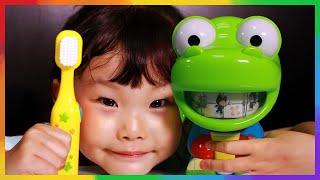 크롱이 이가 아파요! 치카치카 이를 닦자! 뽀로로 동요 장난감 놀이 LimeTube & Toy 라임튜브 puppet show