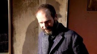 exclusive   ralph fiennes at grand budapest premiere in paris greeting fans