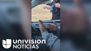 """""""¿Por qué me sigues apuntando con la pistola?"""": pregunta hombre dentro de un carro a oficial"""
