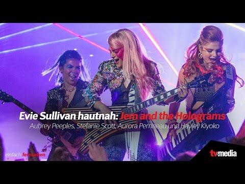 Evie Sullivan hautnah: 'Jem and the Holograms'   Aubrey Peeples, Stefanie Scott und Aurora Perrineau