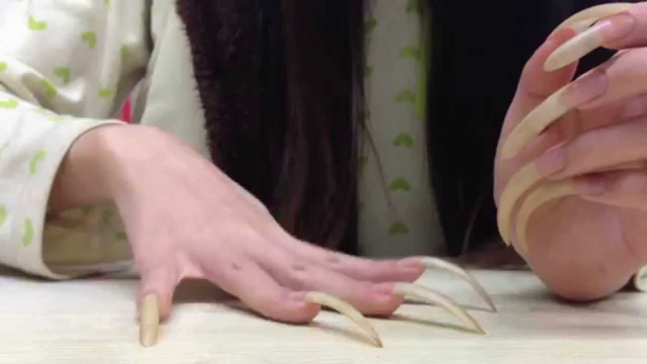 Shannon\'s Very Long Nails Tapping and Scratching - YouTube