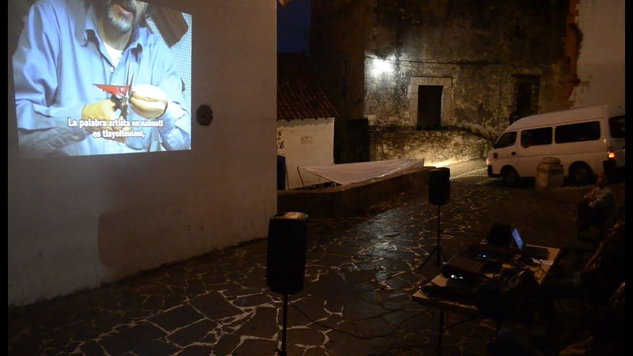 Presentación de documentales en la plazuela del museo William Spratling