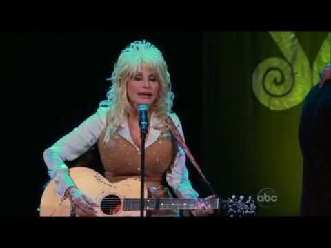 """Dolly Parton sings """"From Here to the Moon and Back"""" on The Bachelorette"""