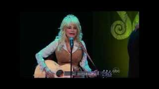 "Dolly Parton sings ""From Here to the Moon and Back"" on The Bachelorette"