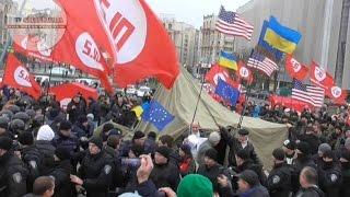 Полиция жестко сносила людей с флагами EC и USA, не смотря на Надежду Савченко. Киев(, 2016-11-06T17:50:21.000Z)