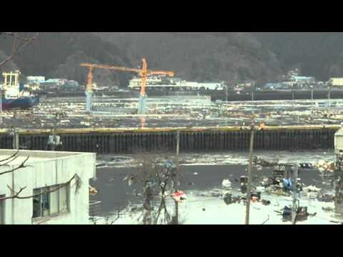 3月11日16時22分 個人撮影 津波第2波引き波 釜石市大平 - YouTube