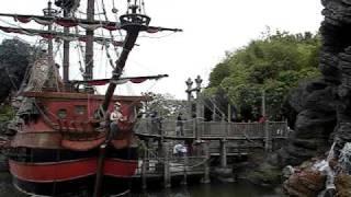Диснейленд в Париже - Adventureland и Пираты карибского моря(Небольшое видео из Adventureland парка развлечений Диснейленд в Париже. Видео с сайта путеводителя по Парижу..., 2009-11-26T11:30:27.000Z)