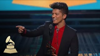 Repeat youtube video Bruno Mars Wins Best Pop Vocal Album for Unorthodox Jukebox | GRAMMYs