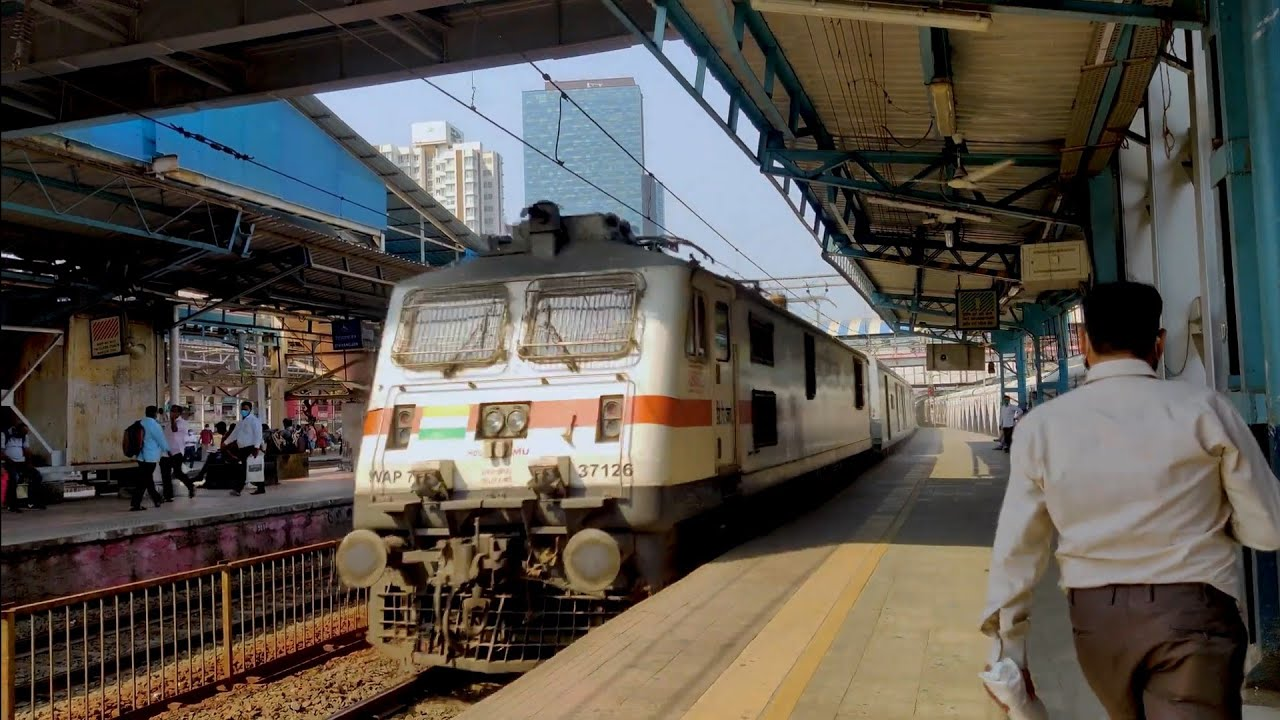 New Delhi - Mumbai Central Duronto Express Rips past Dadar!!!!!!!!!!!