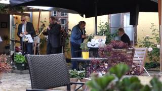 Kansas City Stompers (vel nok Danmarks bedste jazzband) i gårdhaven til Hotel Postgården i Sorø