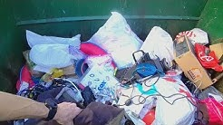 RICH PERSON FILLS ENTIRE DUMPSTER THEY THREW IT ALL AWAY WOW BIG DUMPSTER DIVING HAUL
