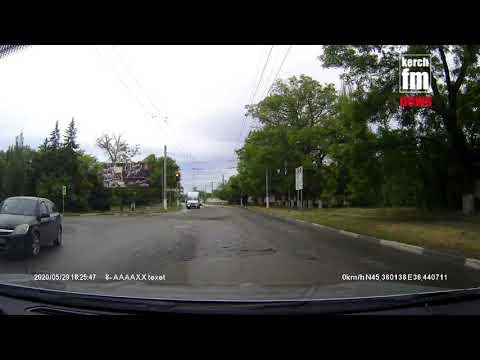 Kerch.FM: В Керчи маршрутка поехала на красный сигнал светофора