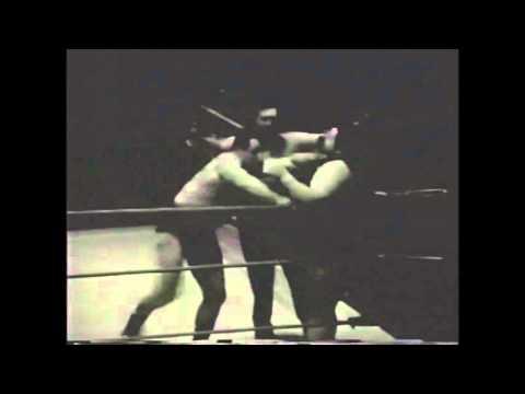 Ilio DiPaolo vs Man Mountain Cannon 1960