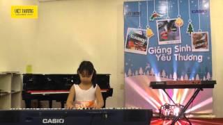 Độc tấu piano Silent Night- Lưu Thụy Lê Vân