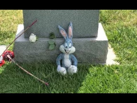 """Visiting Mel Blanc's """"The Man Of 1,000 Voices"""" Grave Site"""