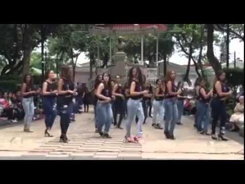 esto es el paraiso se�ores mujeres sexys bailando lento en publico