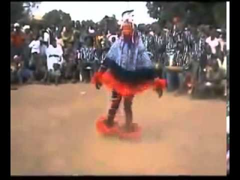 INCREDIBILE BALLERINO DI UNA TRIBU' AFRICANA