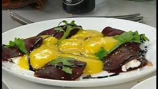 Салат из запеченной свеклы с рукколой и сыром