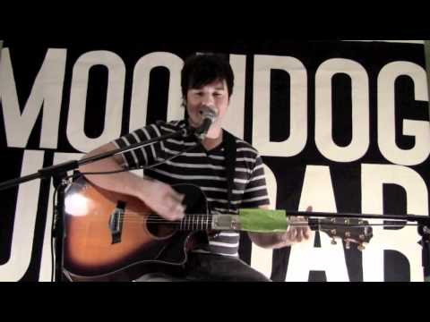 Aberdeen Acoustic - Cage The Elephant performed by Mikey Lavs of Moondog Uproar