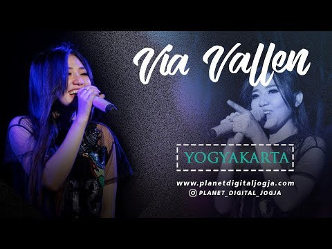 YOGYAKARTA - KLA PROJECT FULL HD Cover By VIA VALLEN LIVE PERFORM ON SERIBU BATU MANGUNAN